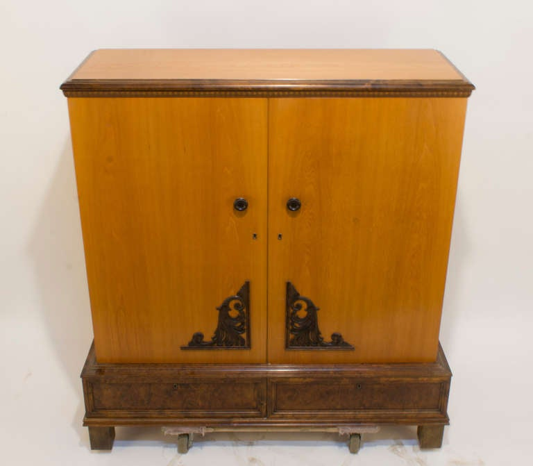 golden ash art deco armoire for sale at 1stdibs. Black Bedroom Furniture Sets. Home Design Ideas