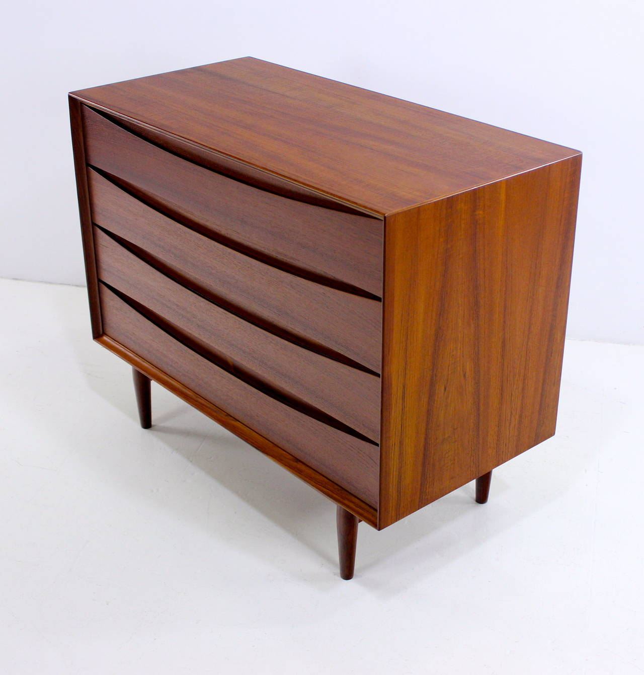 danish modern teak dresser or chest designed by arne vodder at 1stdibs. Black Bedroom Furniture Sets. Home Design Ideas