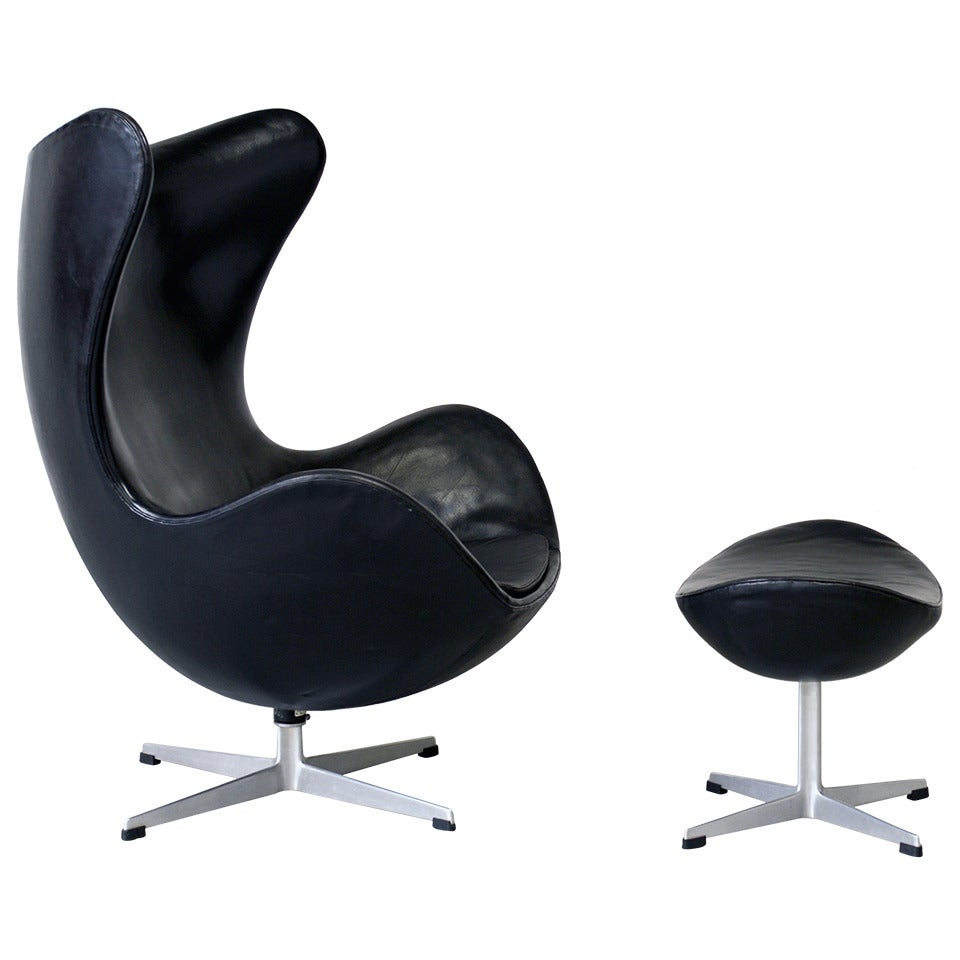 1963 egg chair and ottoman arne jacobsen fritz hansen at 1stdibs. Black Bedroom Furniture Sets. Home Design Ideas