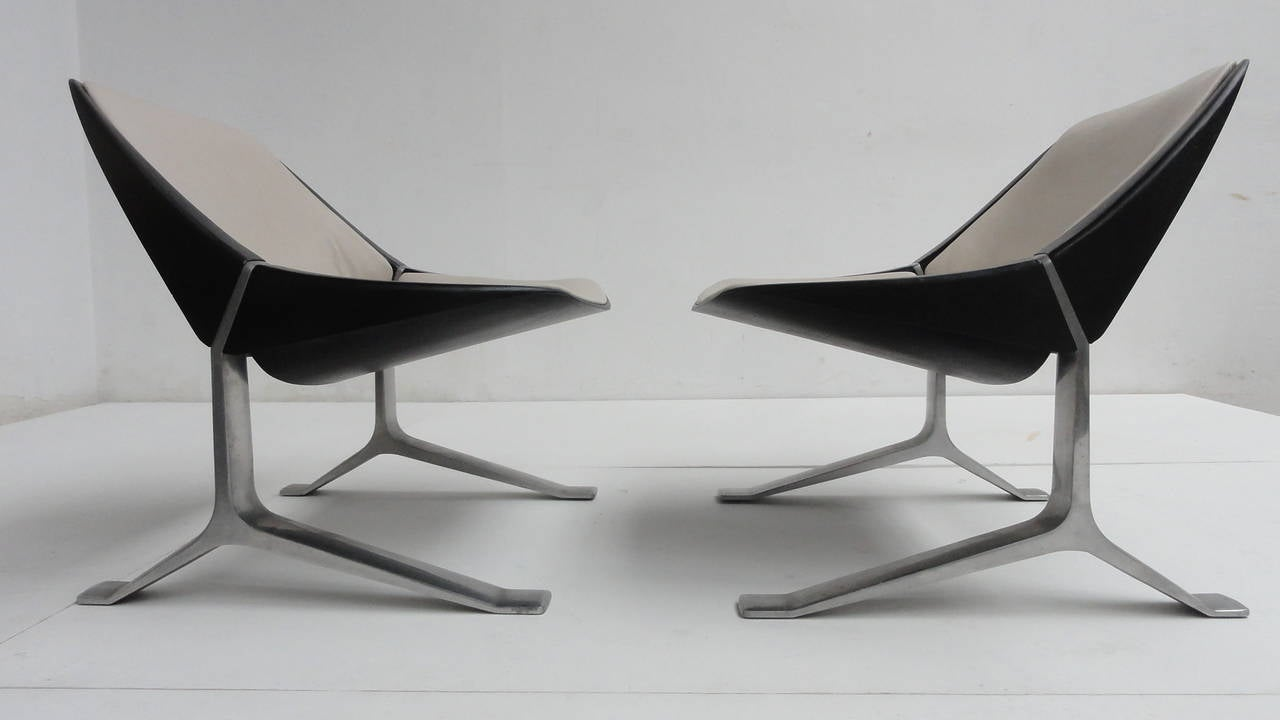 Minimalist Rare Pair of Lounge Chairs by Sculptor Knut Hesterberg, 1970-1971 For Sale