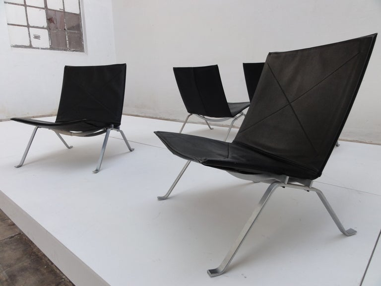 superb set of 4 kjaerholm pk22 lounge chairs fritz hansen at 1stdibs. Black Bedroom Furniture Sets. Home Design Ideas