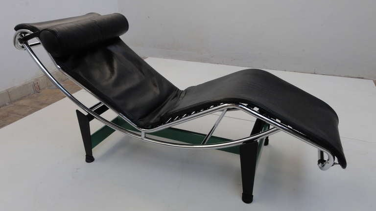 Le corbusier pierre jeanneret charlotte perriand lc4 for Chaises longues tressees