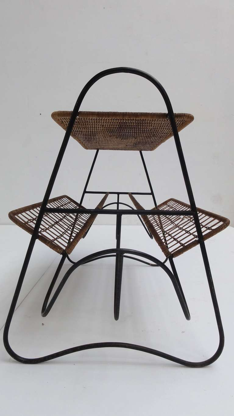 French 1950s Wicker and Metal Side Table or Magazine Rack For Sale 5