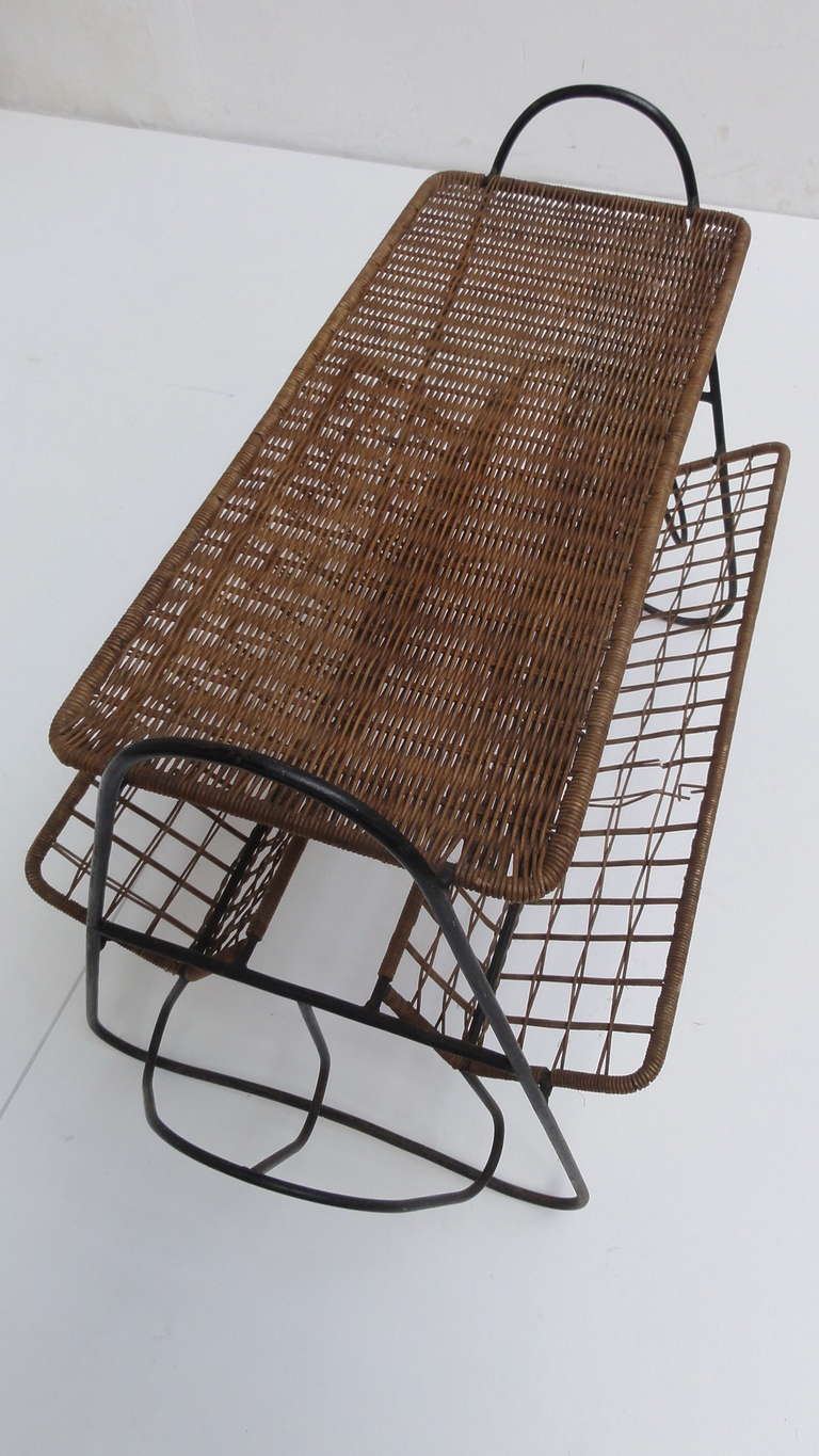 French 1950s Wicker and Metal Side Table or Magazine Rack For Sale 1
