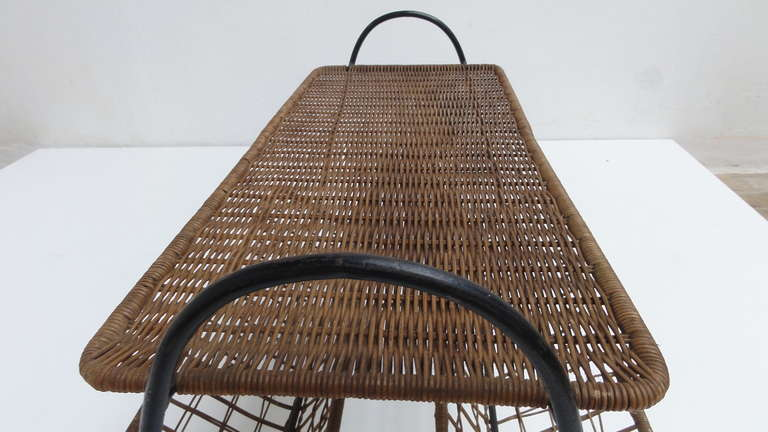 French 1950s Wicker and Metal Side Table or Magazine Rack For Sale 4