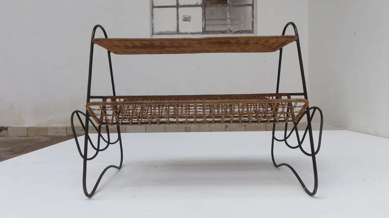 French 1950s Wicker and Metal Side Table or Magazine Rack For Sale 2