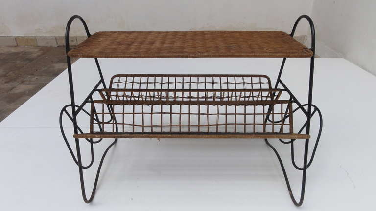 French 1950s Wicker and Metal Side Table or Magazine Rack For Sale 3