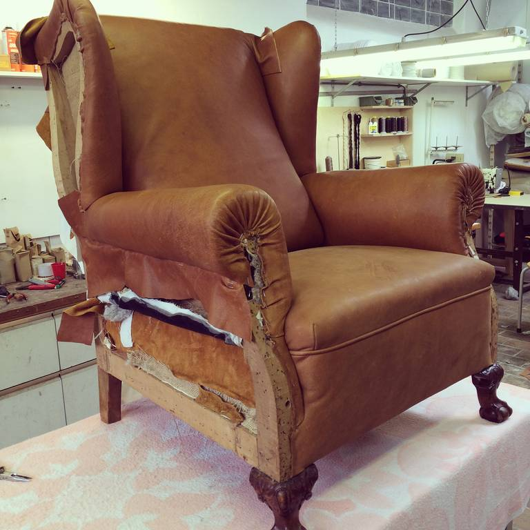 Very Comfortable Neo Gothic 'Griffin Talon' vintage leather Wingback chair 3