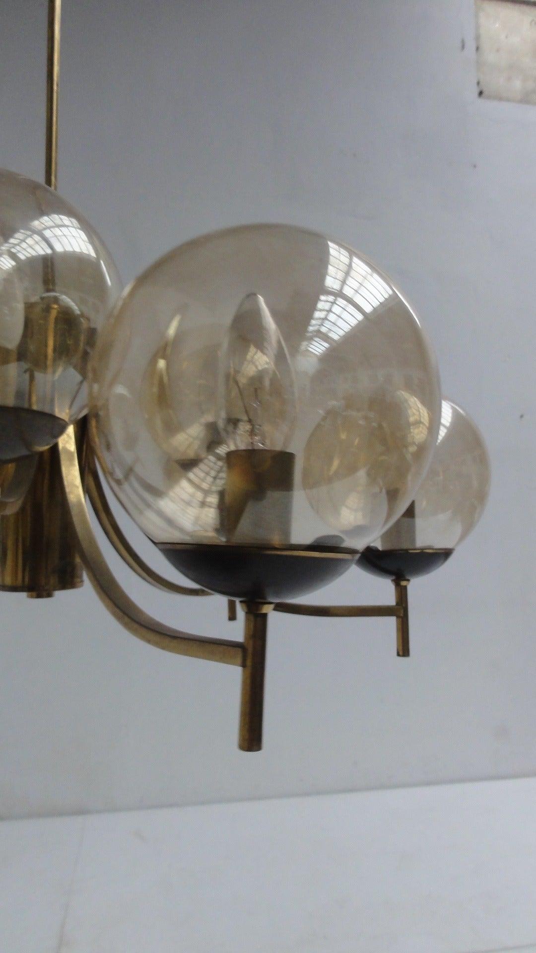 1950's Italian glass & brass chandelier with 9 glass globes For Sale 4