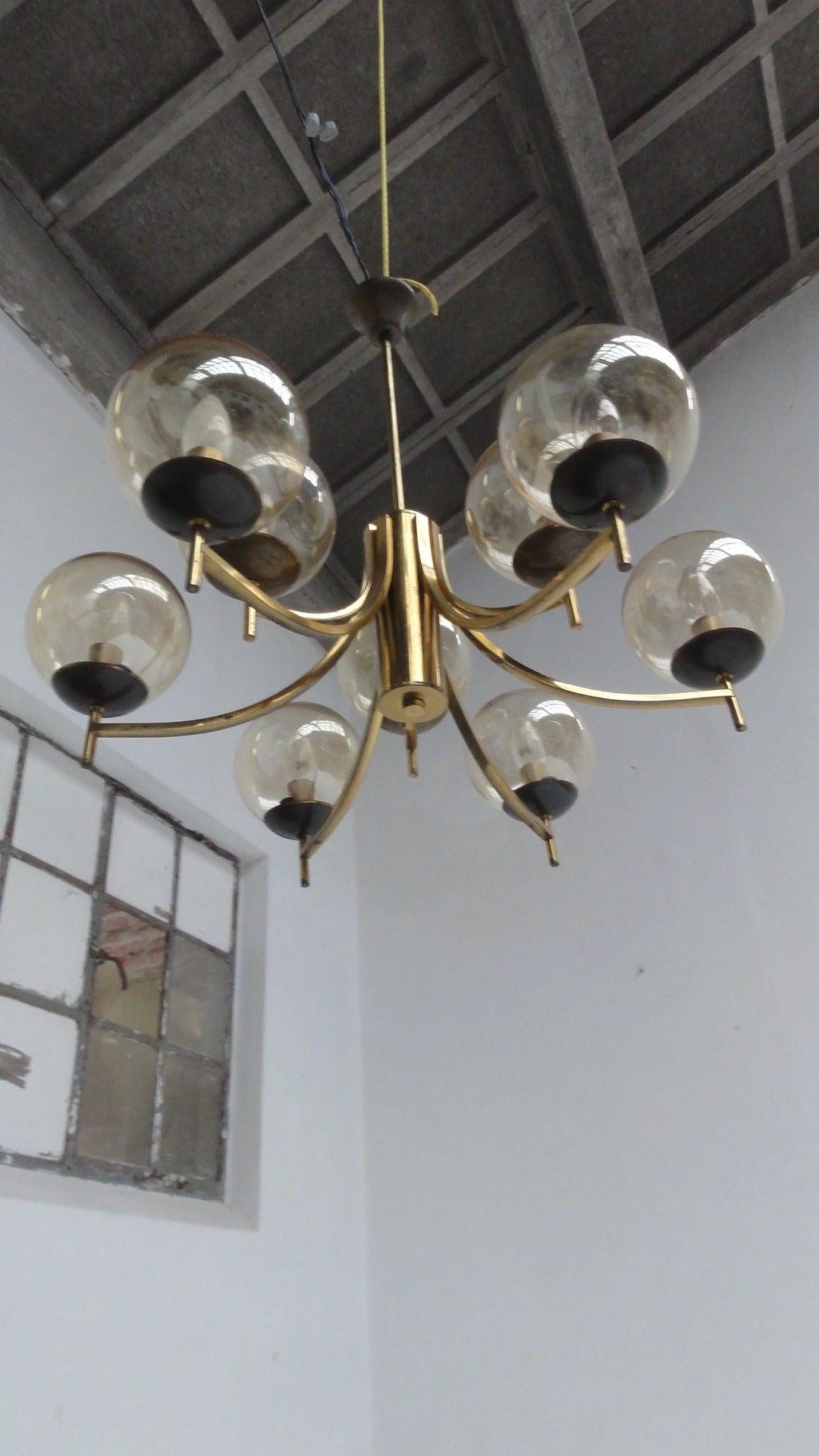 1950's Italian glass & brass chandelier with 9 glass globes For Sale 5