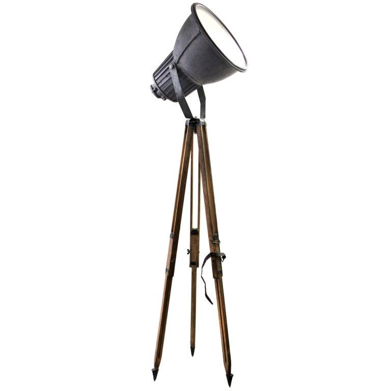 Tripod philips vintage industrial spotlight on wooden for Tripod spotlight floor lamp india