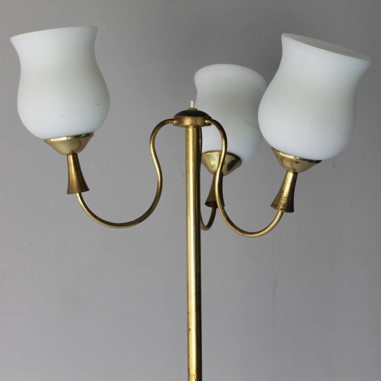 Elegant Italian Floor Lamp by Arredoluce In Good Condition For Sale In JM Haarlem, NL