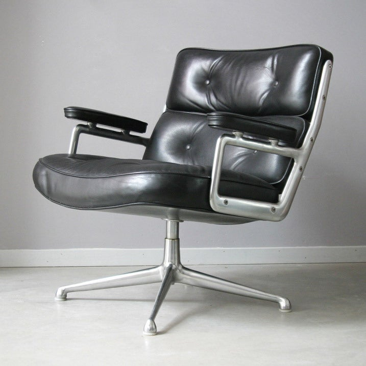Eames lobby chairs 675 at 1stdibs for Eames lobby chair replica