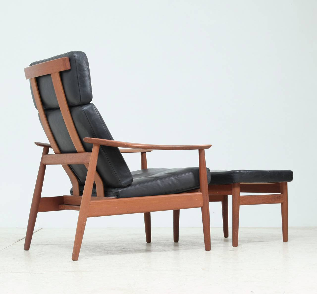 reclining arne vodder easy chair and footstool model fd 164 for sale at 1stdibs. Black Bedroom Furniture Sets. Home Design Ideas