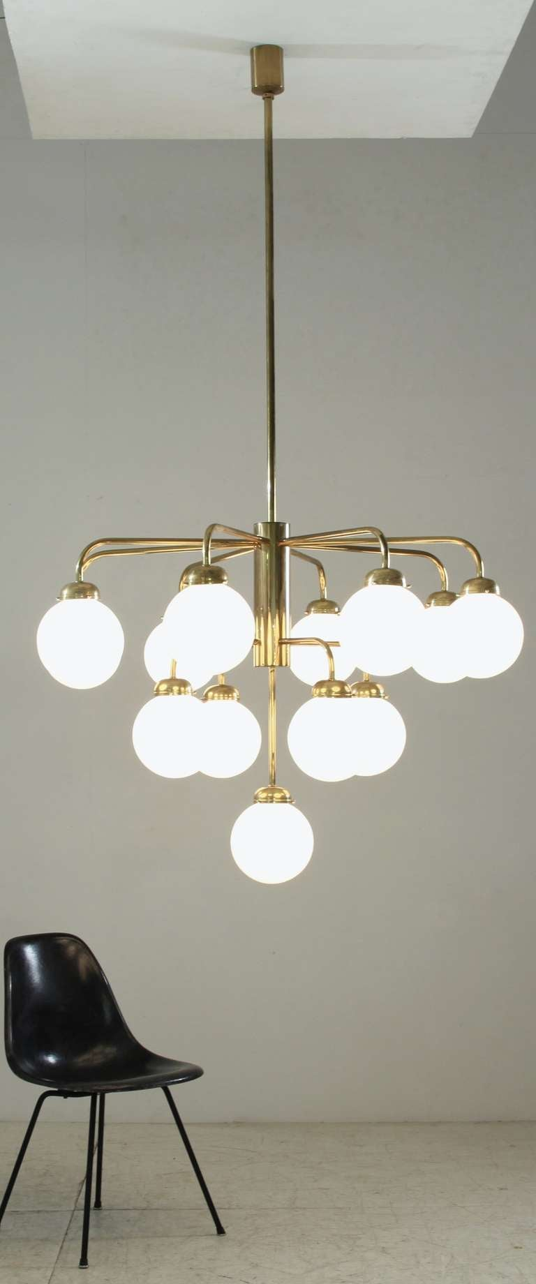 Mid-20th Century Very Large German Thirteen-Armed Brass Chandelier, 1960s