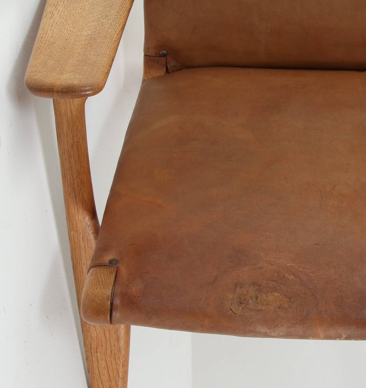 This four wishbone chairs by hans wegner is no longer available - Model Ch 25 Hans Wegner Lounge Chair In Leather For Sale