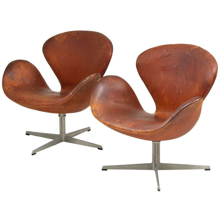 Pair Arne Jacobsen Swan Chairs With Sidetable 1969