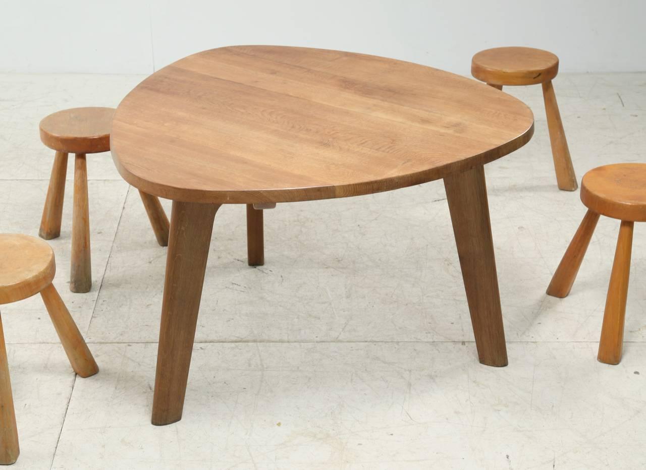 Triangular Oak Dining Table For Sale at 1stdibs : Triangletableoakfoto2l from www.1stdibs.com size 1280 x 932 jpeg 92kB