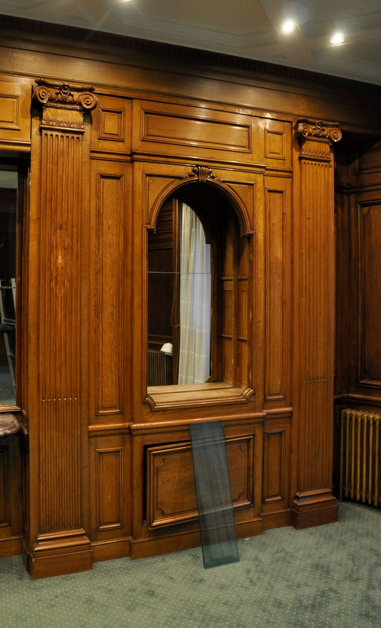 Sculpted oak wood paneled room th century for sale at