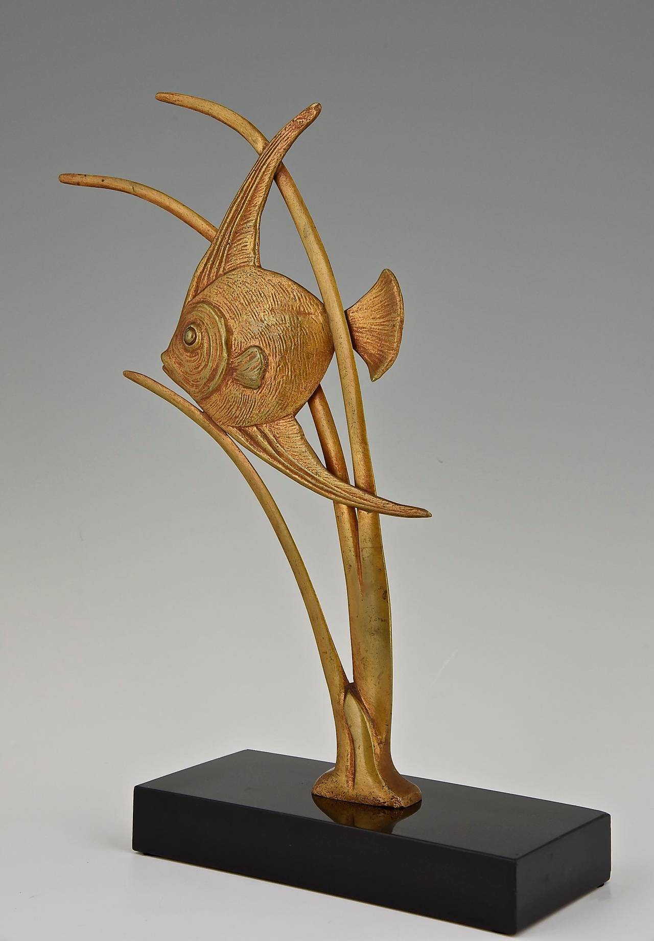 Art Deco Bronze Sculpture of a Fish by De Roche 1930 France In Good Condition For Sale In Antwerp, BE