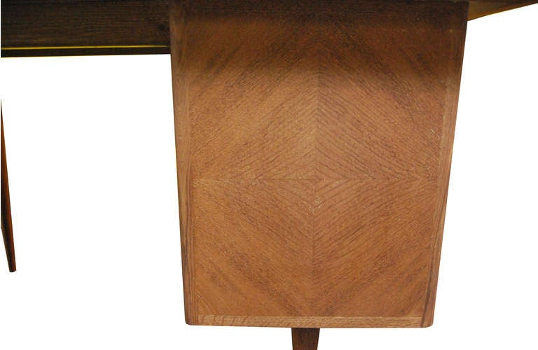 Limewashed oak desk In Excellent Condition For Sale In Brussels, BE
