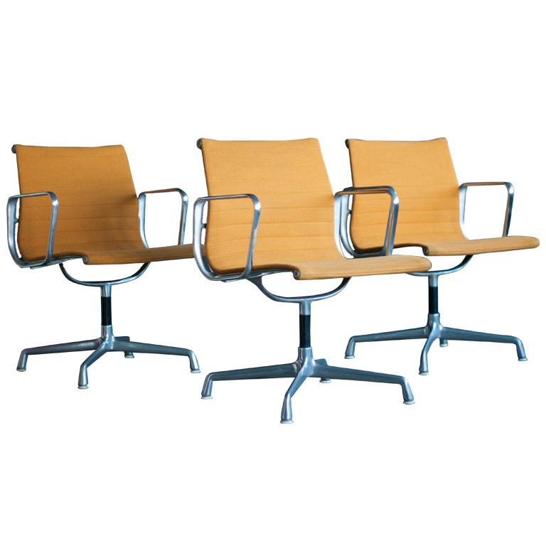 Charles Eames Aluminum Group Chairs For Herman Miller, Set Of Three 1