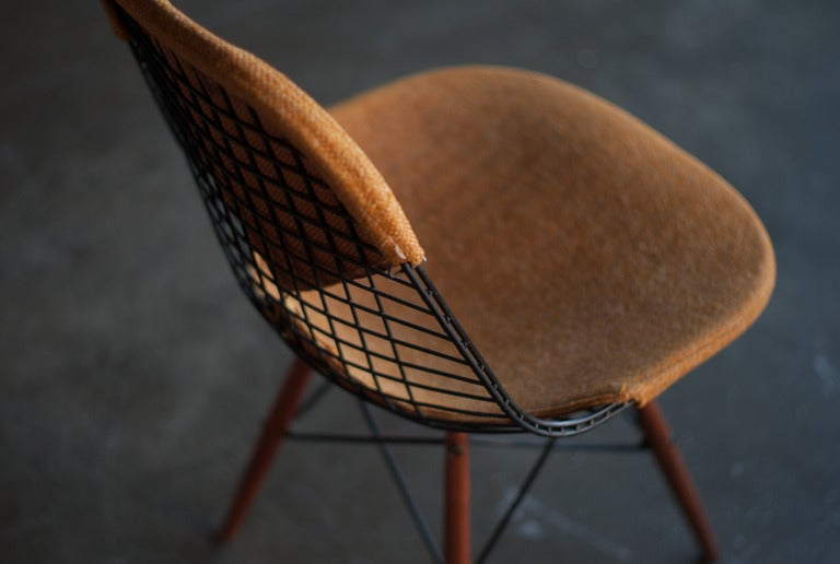 Rare swivel dowel leg chair with walnut legs designed by Charles u0026 Ray Eames for & Eames Swivel Dowel Legged Chair DKW-1 at 1stdibs