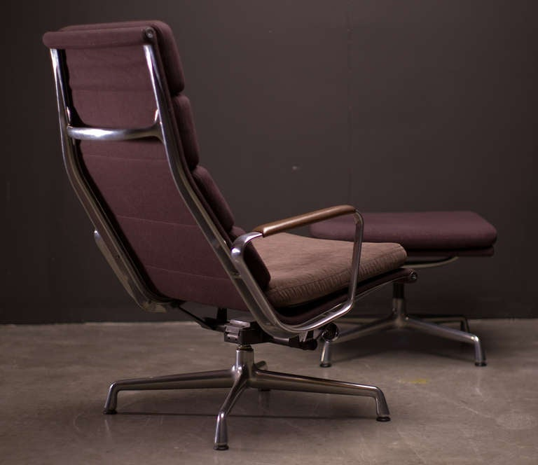 soft pad lounge chair and ottoman by charles eames at 1stdibs