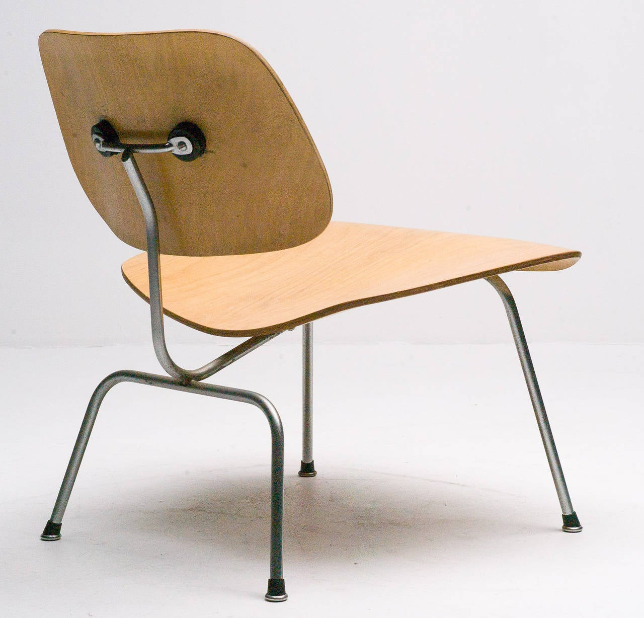 1949 original charles eames lcm in birch chair for sale at 1stdibs. Black Bedroom Furniture Sets. Home Design Ideas