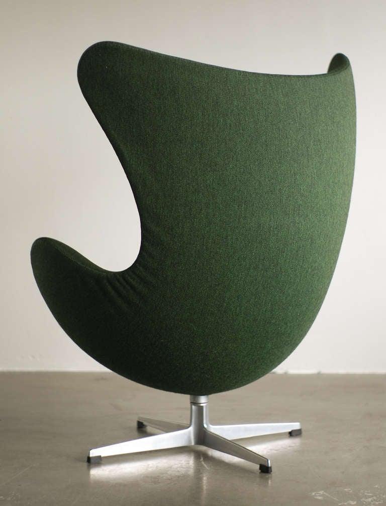 1960 39 s arne jacobsen egg chair in original vintage 2 tone green wool at 1stdibs. Black Bedroom Furniture Sets. Home Design Ideas