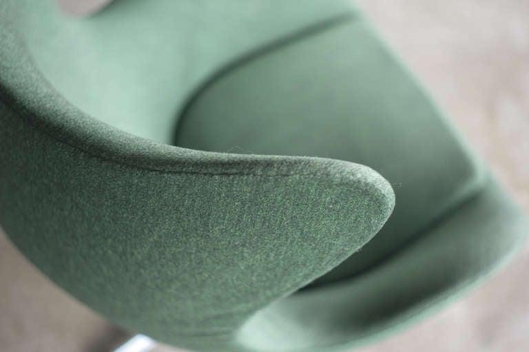 Danish 1960's Arne Jacobsen Egg Chair in original vintage 2-tone green wool. For Sale