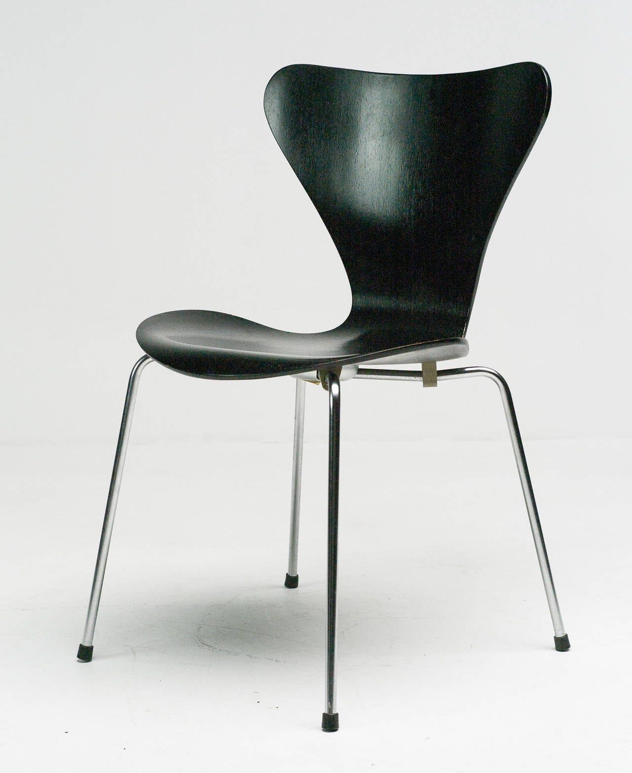 early seven series chairs arne jacobsen for fritz hansen. Black Bedroom Furniture Sets. Home Design Ideas