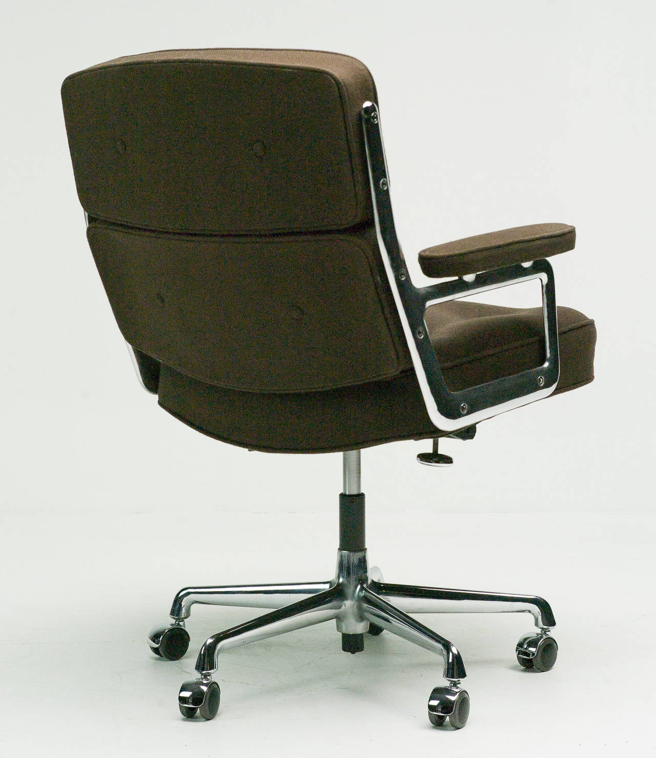 Charles eames vitra es 104 lobby chair at 1stdibs for Eames lobby chair replica