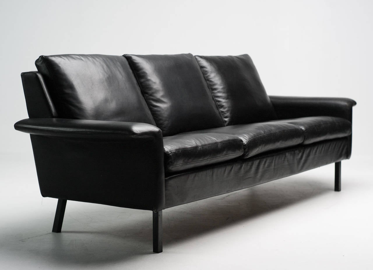 black leather sofa by arne vodder for fritz hansen at 1stdibs. Black Bedroom Furniture Sets. Home Design Ideas