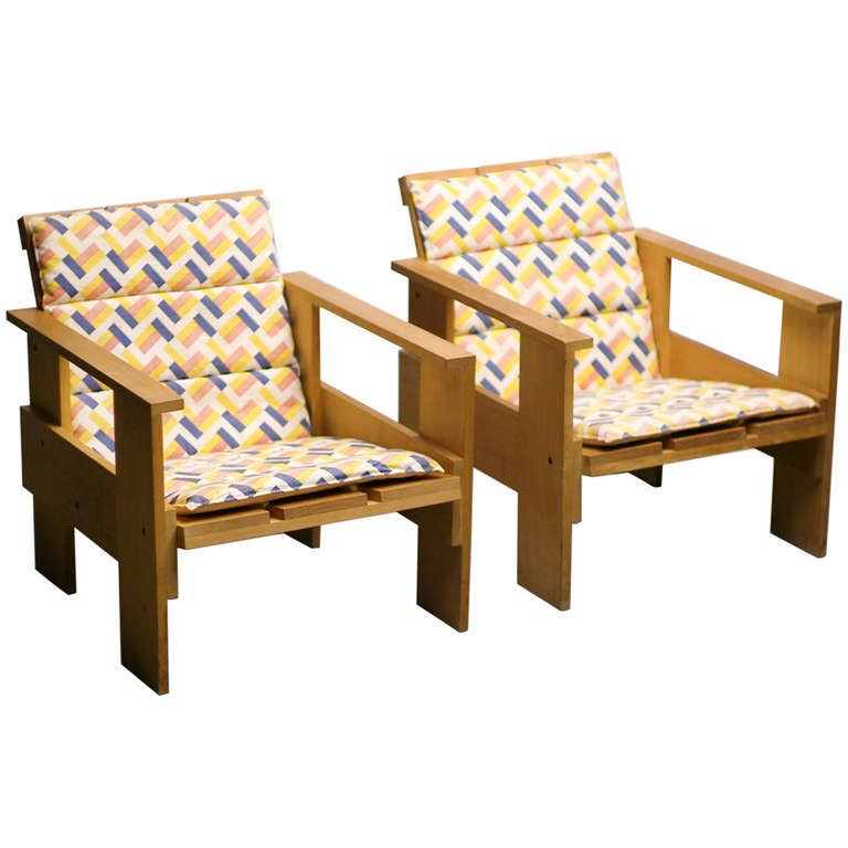 Pair of early rietveld cassina crate chairs with original de stijl cushions at 1stdibs - Lounge stijl ...
