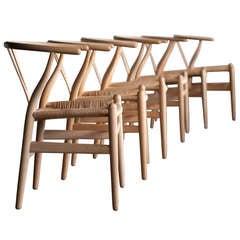 Set of 6 Wishbone dining chairs in oak designed by Hans Wegner for Carl Hansen.