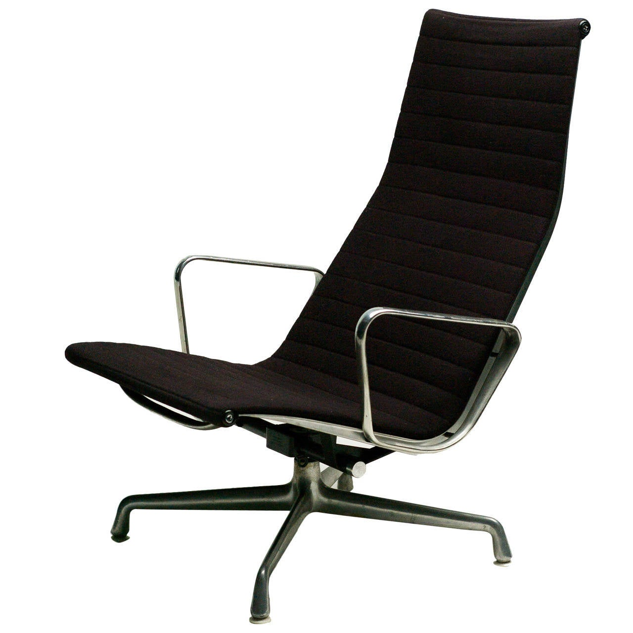charles eames ea124 lounge chair by herman miller for sale at 1stdibs. Black Bedroom Furniture Sets. Home Design Ideas