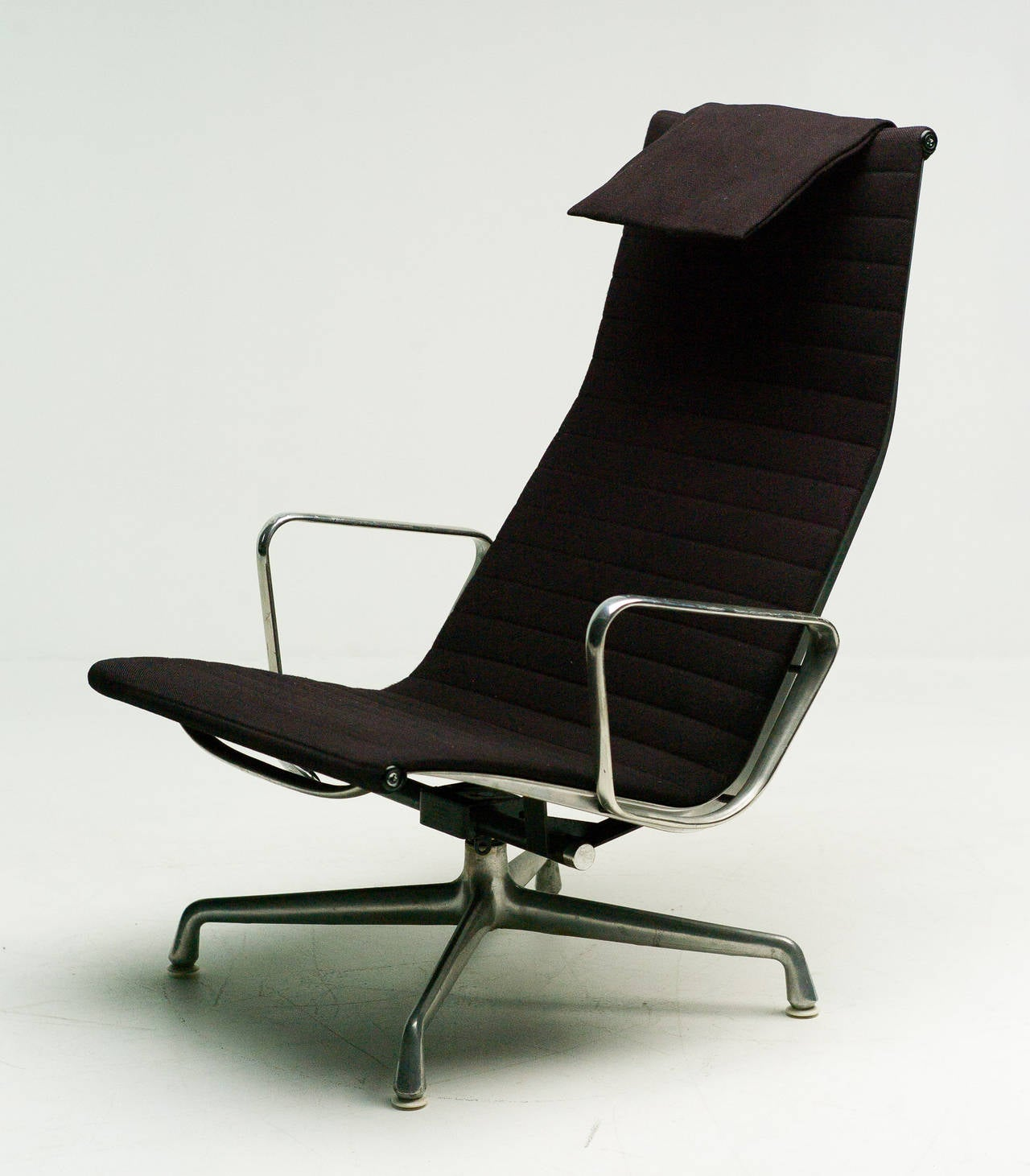 Charles Eames EA124 Lounge Chair by Herman Miller 4