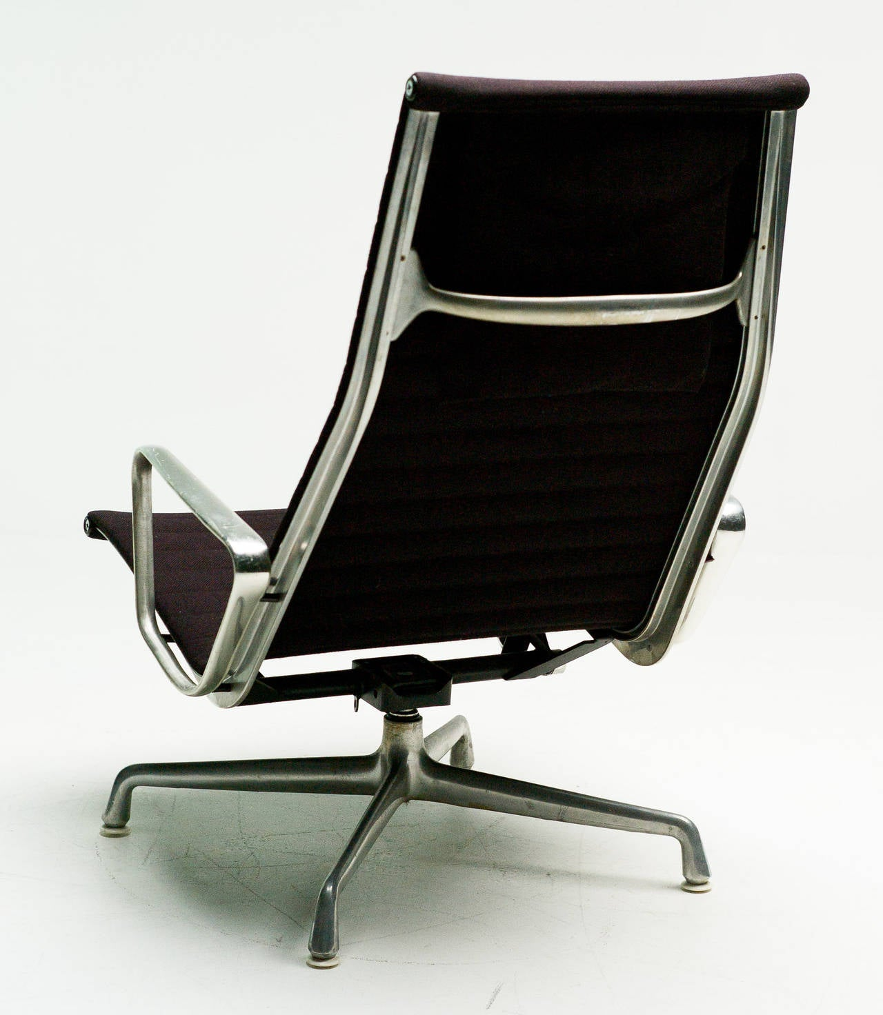 charles eames ea124 lounge chair by herman miller for sale. Black Bedroom Furniture Sets. Home Design Ideas