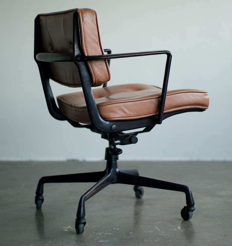 Rare charles and ray eames for herman miller intermediate desk chair for sale at 1stdibs - Eames office chair original ...