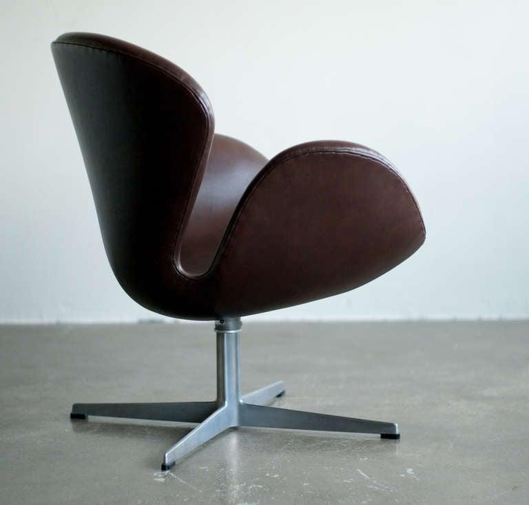 swan chair armchair leather version by fritz hansen 2