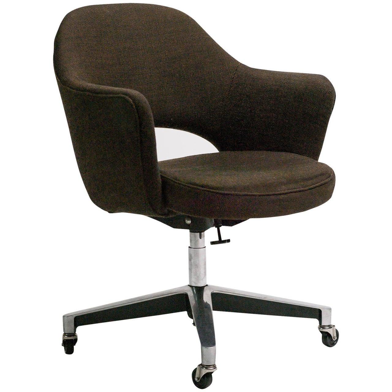 Eero Saarinen Swivel Tilt Series 71 Armchair For Sale At