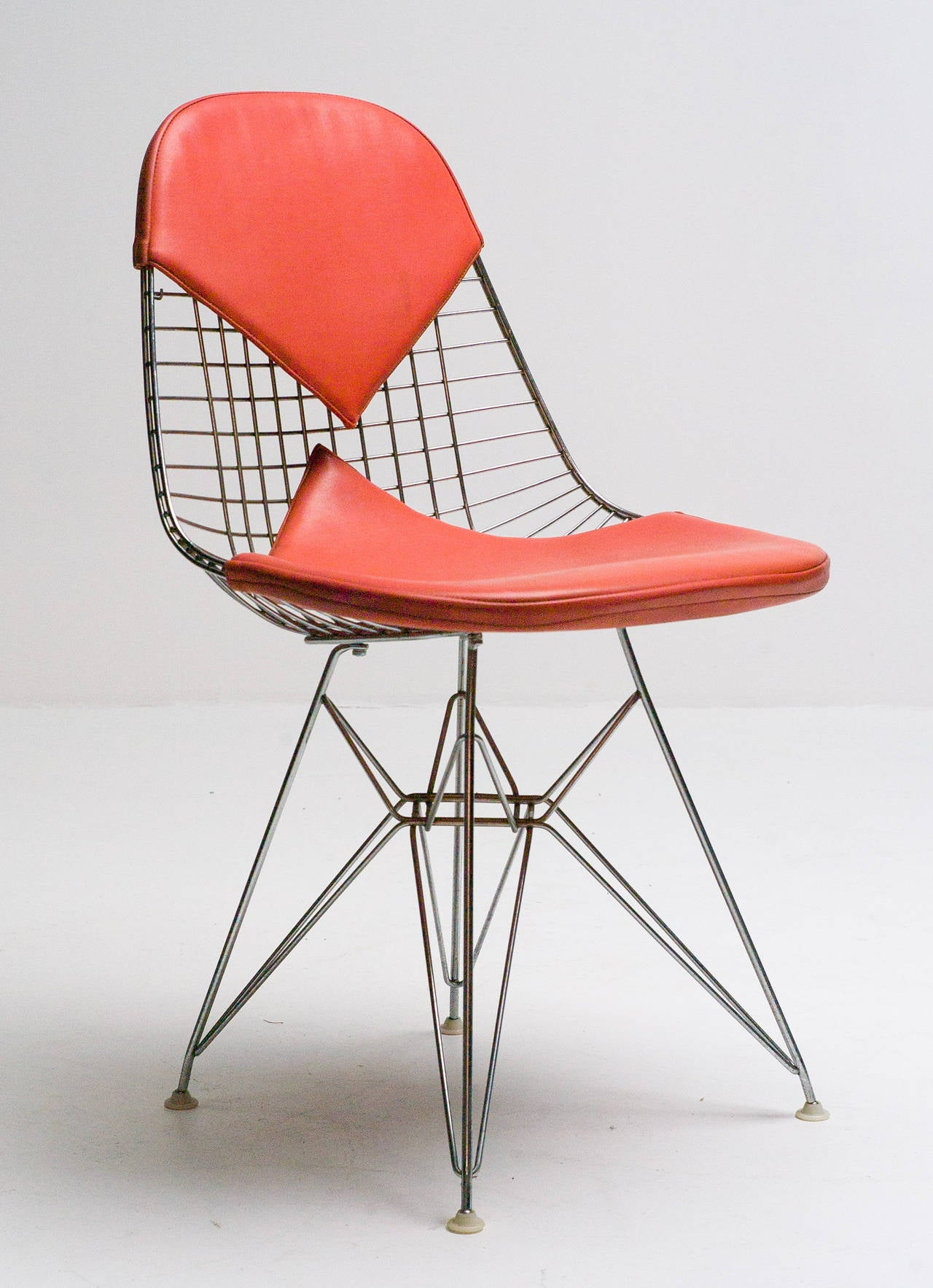 charles eames for herman miller dkr wire chair with original naugahyde bikini at 1stdibs. Black Bedroom Furniture Sets. Home Design Ideas