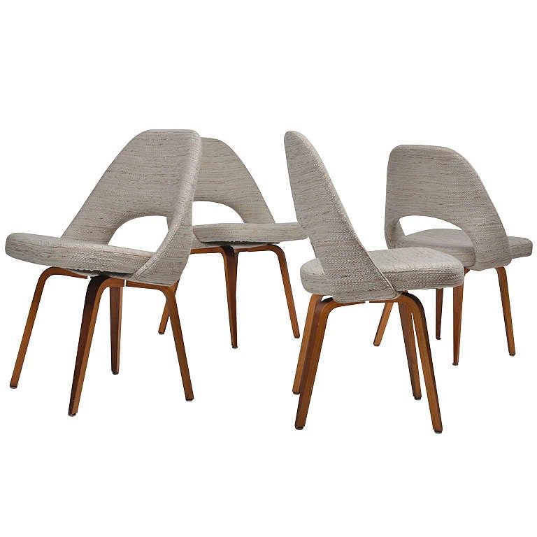 saarinen wood legged executive chairs in knoll fabric at 1stdibs. Black Bedroom Furniture Sets. Home Design Ideas