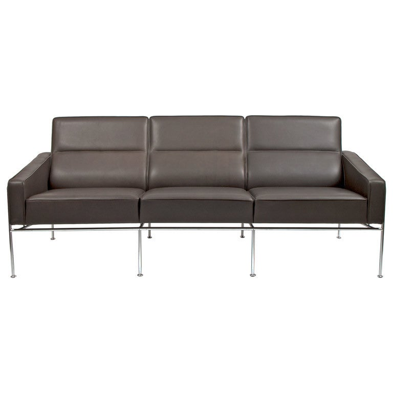 arne jacobsen airport sofa for fritz hansen at 1stdibs. Black Bedroom Furniture Sets. Home Design Ideas