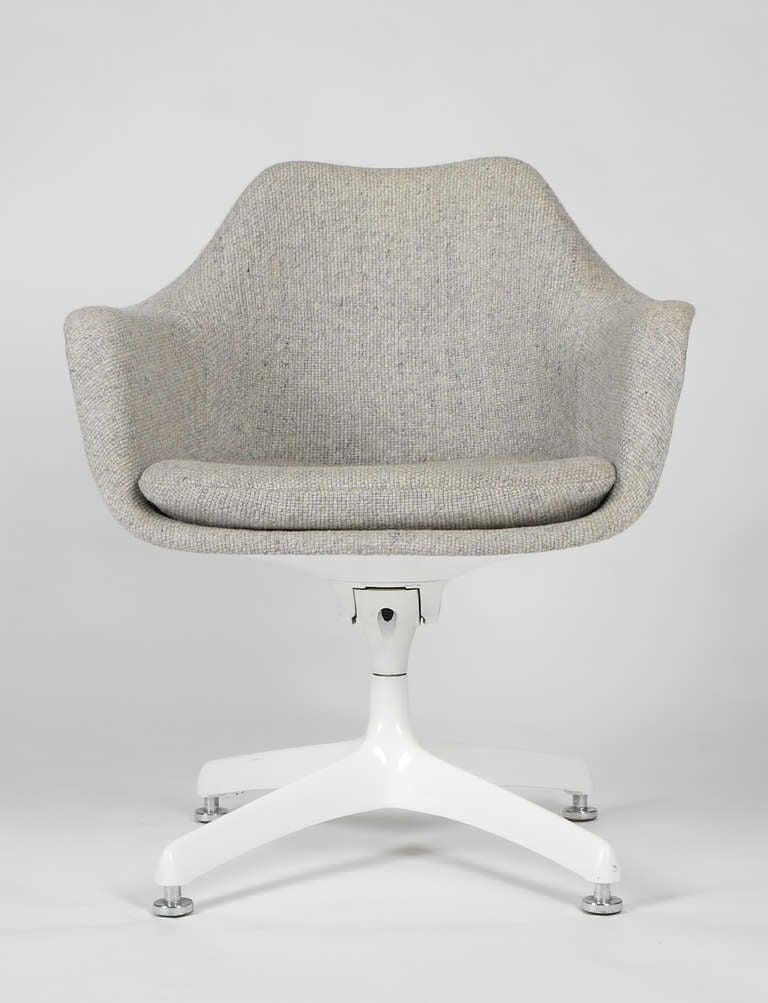 Eero Saarinen Upholstered Tulip Swivel Desk Chairs for Knoll image 4