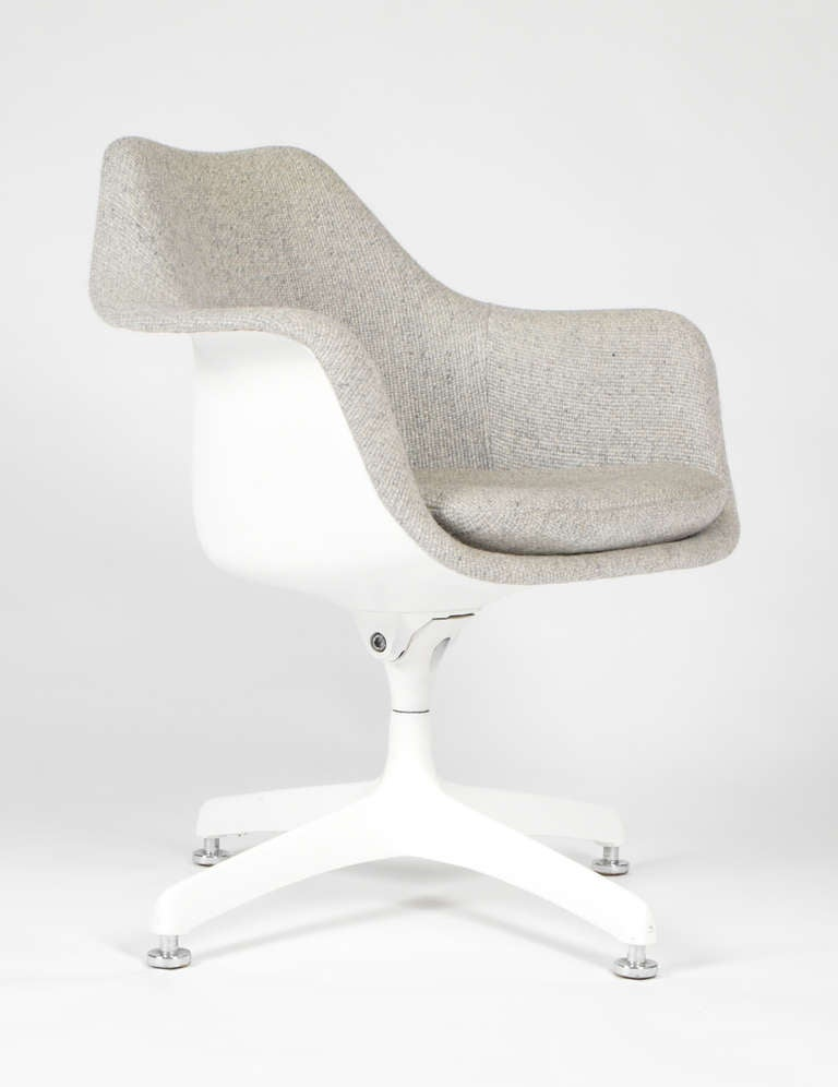 Eero saarinen upholstered tulip swivel desk chairs for knoll image 2