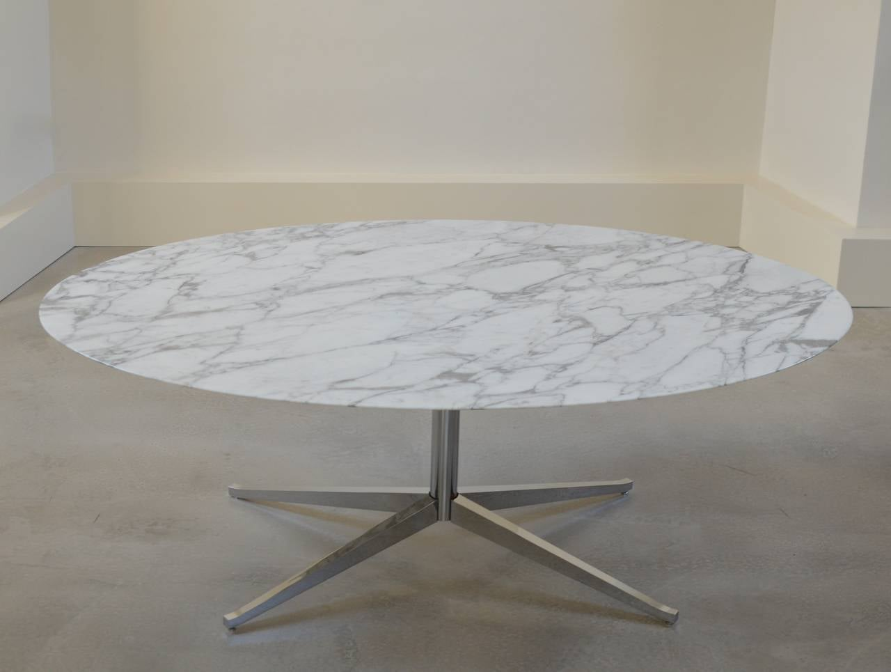Exceptionnel Florence Knoll Marble Oval Table Desk By Knoll International In Good  Condition For Sale In Utrecht