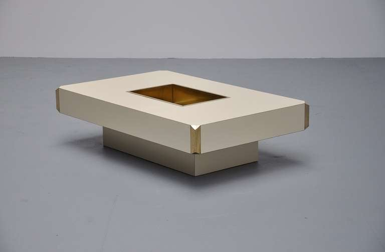 Willy rizzo alveo coffee table in off white and brass for Table willy rizzo