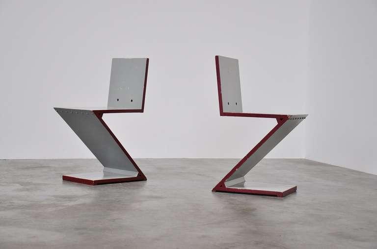 Mid-Century Modern Gerrit Rietveld Zig Zag chair pair G.A. v.d. Groenekan 1961 For Sale